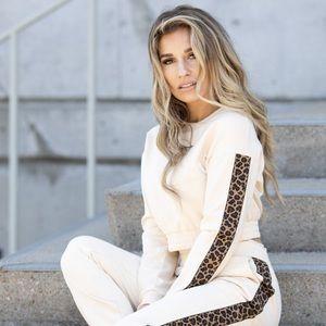 Kittenish cropped leopard sweater